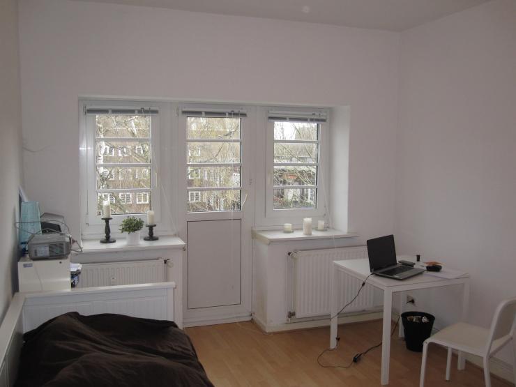 m bliert ruhiges sch nes zimmer mit balkon zu vermieten wgs hamburg ottensen. Black Bedroom Furniture Sets. Home Design Ideas