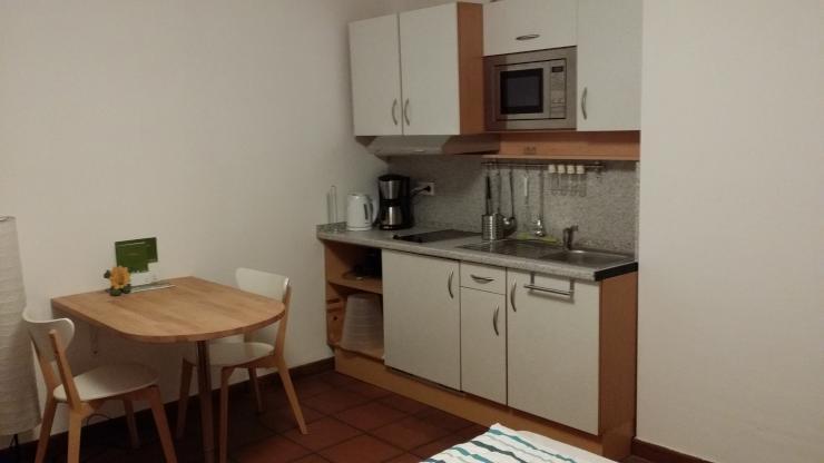 sch nes 1 zimmer appartement in dachau m bliert 1 zimmer wohnung in dachau nord. Black Bedroom Furniture Sets. Home Design Ideas
