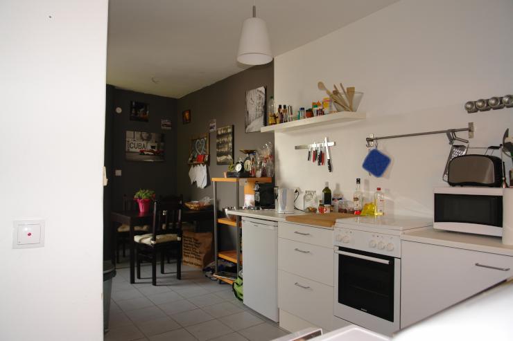 sch ne 4 zimmer 100 qm whg mit balkon in of b rgel. Black Bedroom Furniture Sets. Home Design Ideas