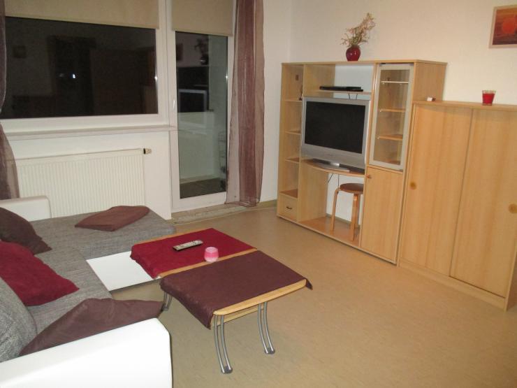 nachmieter studentin gesucht 49 5m 2 raum m bliert balkon 460 euro warm wohnung in. Black Bedroom Furniture Sets. Home Design Ideas