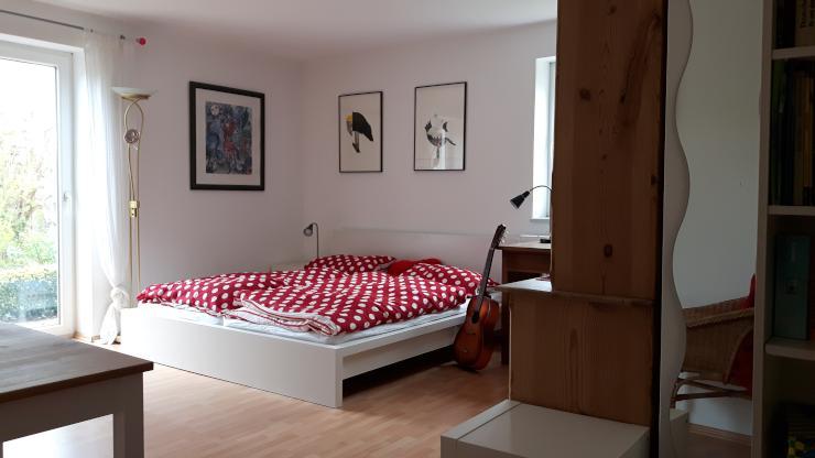sehr sch nes ruhiges zimmer mit dusche toilette und freisitz 1 zimmer wohnung in erlangen. Black Bedroom Furniture Sets. Home Design Ideas