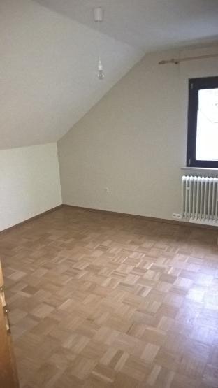 gem tliches zimmer unterm dach samt aller nebenkosten wg zimmer gie en lahnau. Black Bedroom Furniture Sets. Home Design Ideas