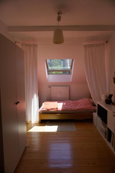 gem tliches zimmer in netter 2er wg altbau zentral zimmer wuppertal elberfeld. Black Bedroom Furniture Sets. Home Design Ideas