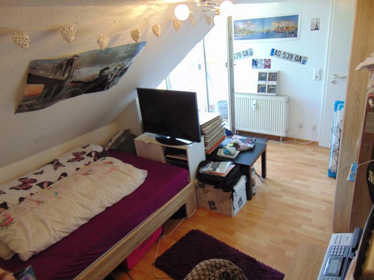 sch ne wohnung direkt am unisportcampus in bockenheim 1. Black Bedroom Furniture Sets. Home Design Ideas