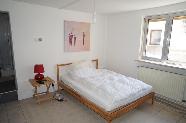 1 5 zimmer wohnung in ruhiger wohnlage in wiesbaden biebrich 1 zimmer wohnung in wiesbaden. Black Bedroom Furniture Sets. Home Design Ideas