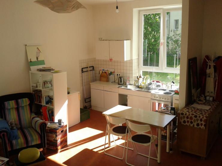 helle gro e 1 raum wohnung 1 zimmer wohnung in magdeburg leipziger str. Black Bedroom Furniture Sets. Home Design Ideas