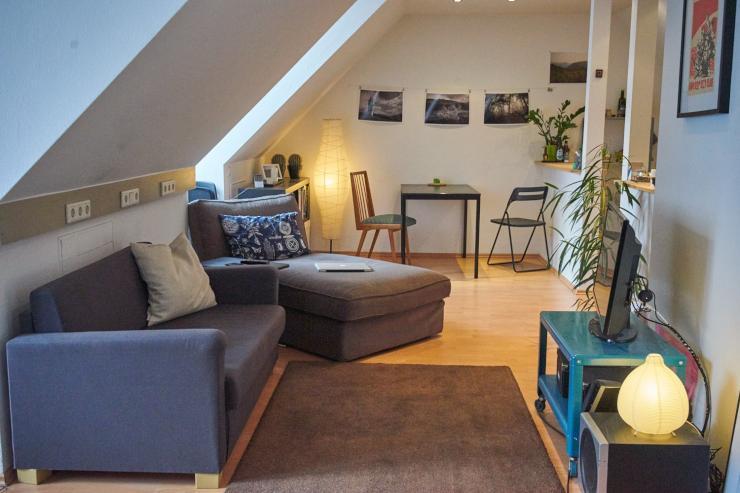 sehr zentrale und h bsche dachgeschosswohnung zur zwischenmiete 1 zimmer wohnung in bielefeld. Black Bedroom Furniture Sets. Home Design Ideas
