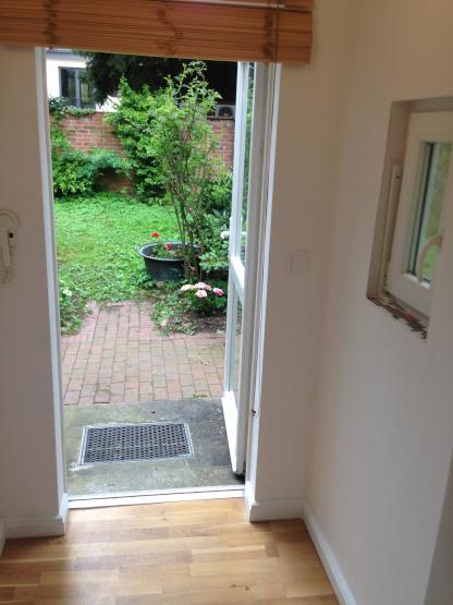 kleines haus bei der altstadt mit gartennutzung balkon wohnung in l neburg l neburg. Black Bedroom Furniture Sets. Home Design Ideas