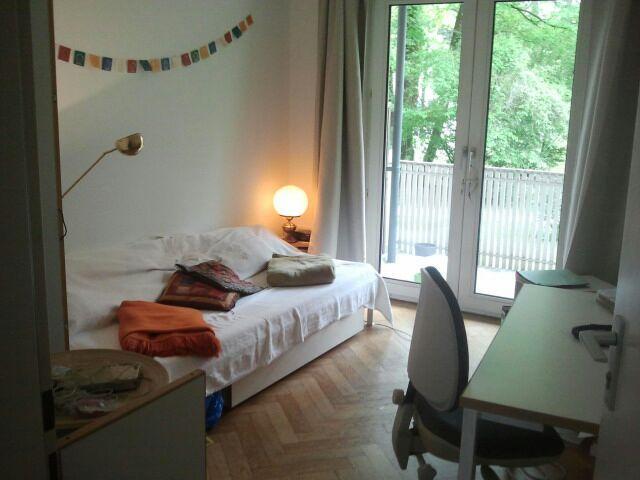 helles zimmer im studentenwohnheim wg zimmer in m nchen obergiesing. Black Bedroom Furniture Sets. Home Design Ideas