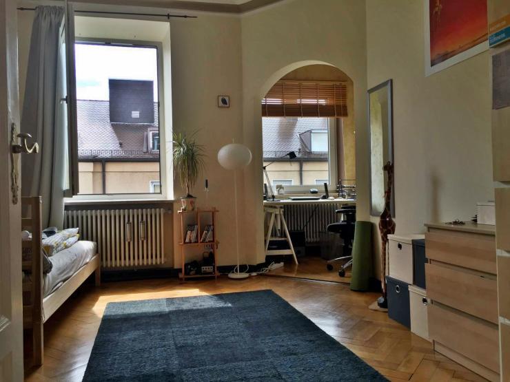 20qm erker zimmer in geselliger wg 138qm altbauwohnung balkon unbefristet wohngemeinschaft. Black Bedroom Furniture Sets. Home Design Ideas
