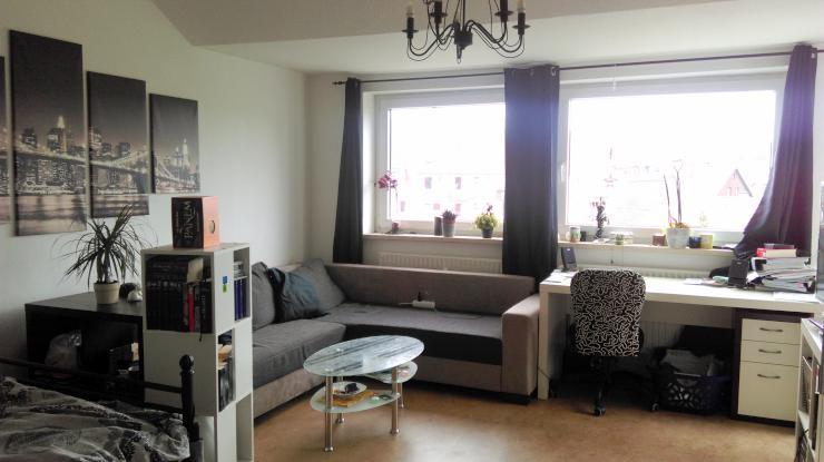 20m zimmer mit balkonzugang zwischenmiete bis 31 1 flexibel wohngemeinschaften in. Black Bedroom Furniture Sets. Home Design Ideas