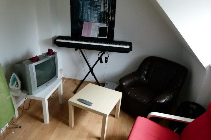 sch nes 12 qm zimmer in uni n he wgzimmer d sseldorf wersten. Black Bedroom Furniture Sets. Home Design Ideas