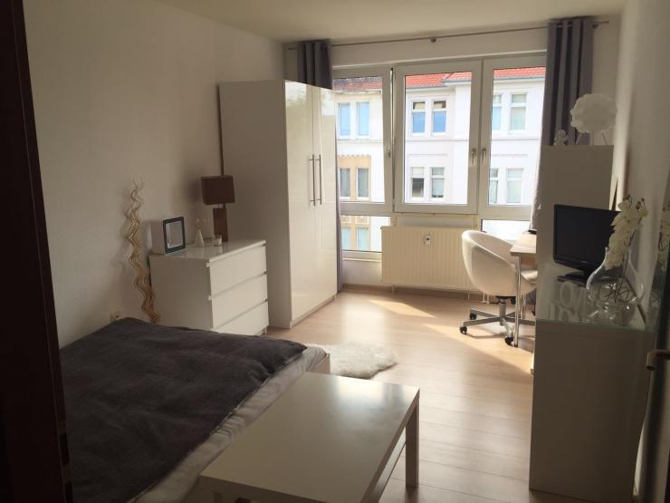 zum geschmackvoll m bliertes uni und klinikumnahes appartement 1 zimmer wohnung in. Black Bedroom Furniture Sets. Home Design Ideas