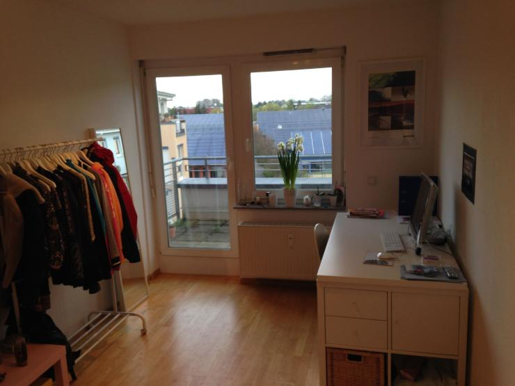 zwei helle zimmer mit balkon wg zimmer in freiburg im breisgau vauban. Black Bedroom Furniture Sets. Home Design Ideas
