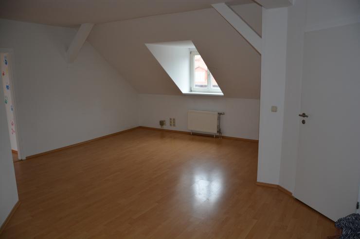 sch ne 4 raum dg wohnung in der k mpfervorstadt ab wohnung in erfurt kr mpfervorstadt. Black Bedroom Furniture Sets. Home Design Ideas