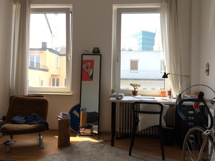 helles m bliertes zimmer in 3er wg in stadtmitte wg. Black Bedroom Furniture Sets. Home Design Ideas