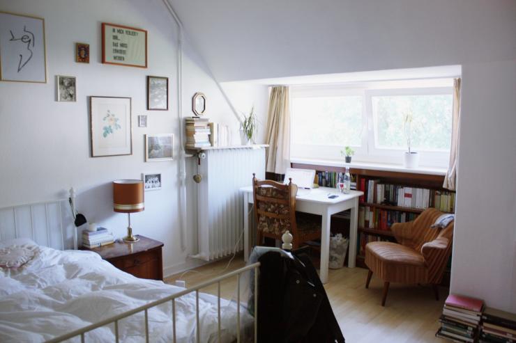 sch nes zimmer zur zwischenmiete nahe der sparrenburg zimmer bielefeld innenstadt. Black Bedroom Furniture Sets. Home Design Ideas