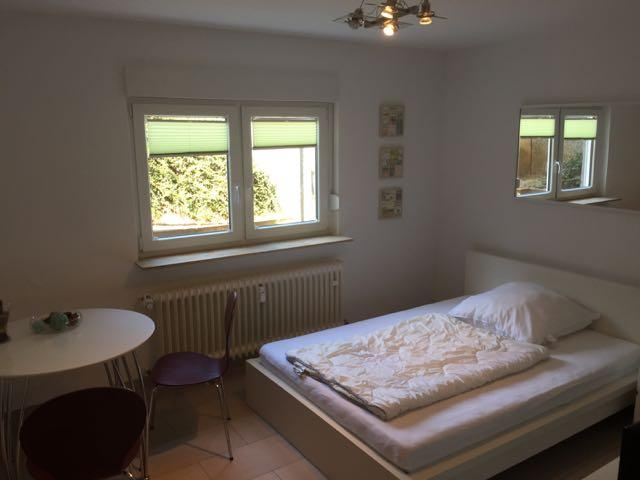 n he flughafen sch ne m blierte wohnung in kelsterbach. Black Bedroom Furniture Sets. Home Design Ideas