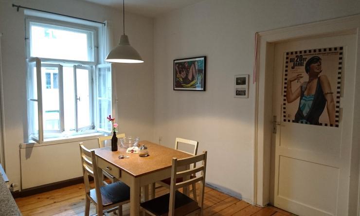 ideal f r pendler kleines teilm bliertes zimmer in zentraler lage wohngemeinschaft m nchen. Black Bedroom Furniture Sets. Home Design Ideas