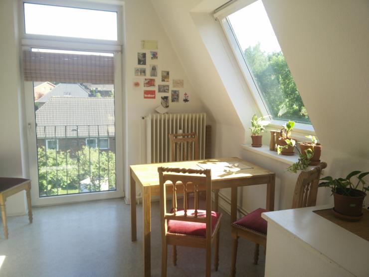 moltkestr wundersch ne 2 zimmer dg wohnung zum wohnung in flensburg westliche h he. Black Bedroom Furniture Sets. Home Design Ideas