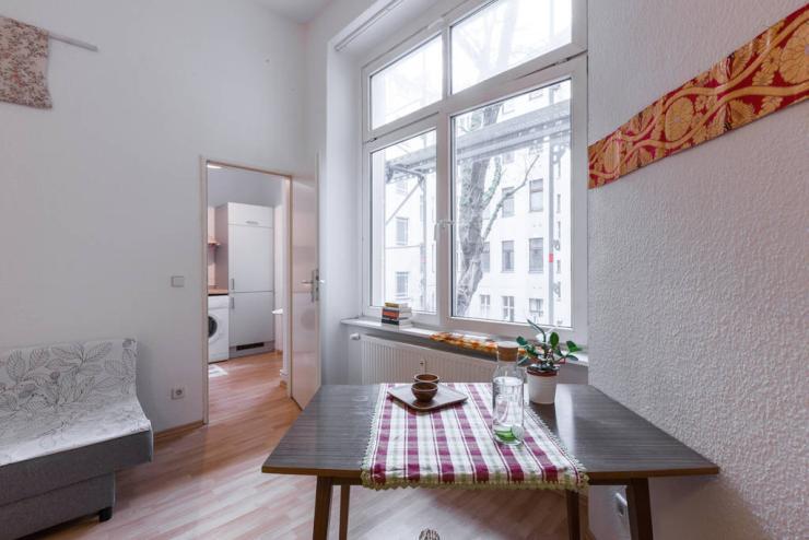 short term one bedroom apt neukolln short term 1 zimmer wohnung in berlin neuk lln. Black Bedroom Furniture Sets. Home Design Ideas