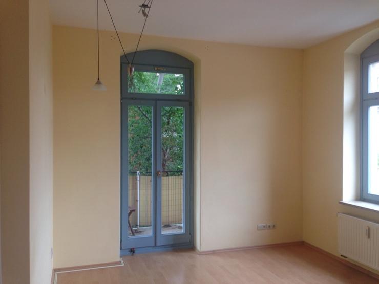wundersch ne 2 zimmer wohnung mit balkon im sanierten altbau in altl btau wohnung in dresden. Black Bedroom Furniture Sets. Home Design Ideas
