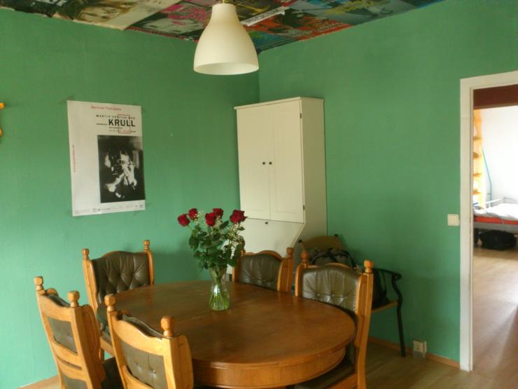 wg in berlin mitte u2 rosa luxemburg platz wg zimmer. Black Bedroom Furniture Sets. Home Design Ideas