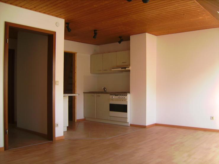 super 2 3 zimmer wohnung mit toller aufteilung im dachgescho eines zweifamilienhaus inkl. Black Bedroom Furniture Sets. Home Design Ideas