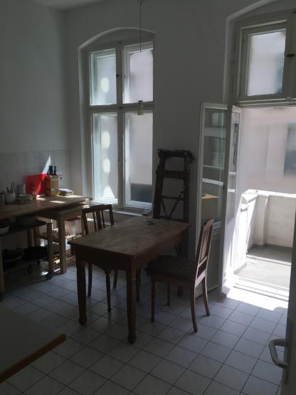 linienstrasse mitte 1 zi wohnung mit grosser k che und balkon zur zwischenmiete in mitte. Black Bedroom Furniture Sets. Home Design Ideas