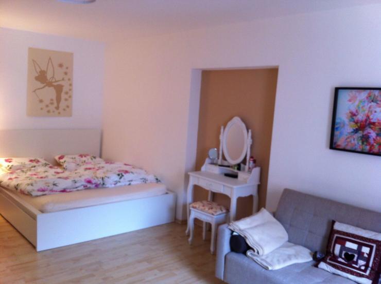 sch nes zimmer in 2er wg suche wg regensburg innenstadt. Black Bedroom Furniture Sets. Home Design Ideas