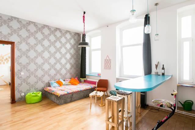 m bliertes farbenfrohes design nest ganz zentral mit r dern wohnung in berlin moabit. Black Bedroom Furniture Sets. Home Design Ideas
