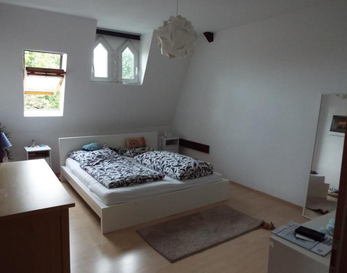 gem tliche helle 2 raum dachgeschoss wohnung im zentrum wohnung in dessau ro lau. Black Bedroom Furniture Sets. Home Design Ideas