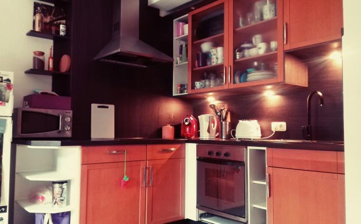 sch ne m blierte 40 qm gro e 2 raum wohnung toplage in essen r ttenscheid zur untermiete. Black Bedroom Furniture Sets. Home Design Ideas