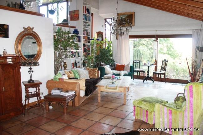 exklusives m bliertes wohnen in schweinheim zwei zimmer. Black Bedroom Furniture Sets. Home Design Ideas