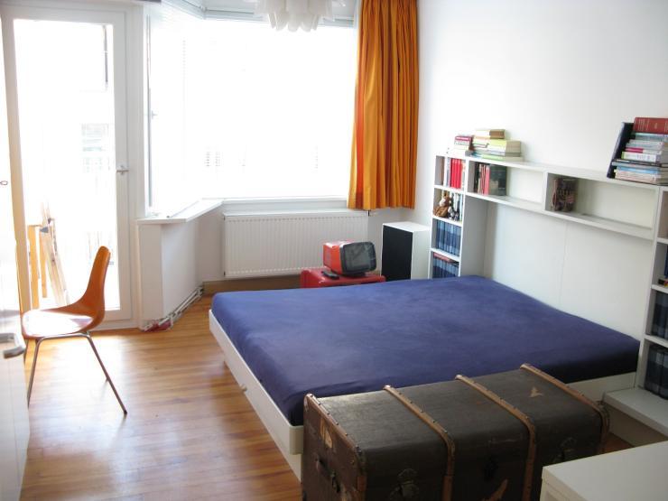 helles zimmer im sch nen glockenbachviertel 16qm holzdielen balkon wg zimmer in m nchen. Black Bedroom Furniture Sets. Home Design Ideas