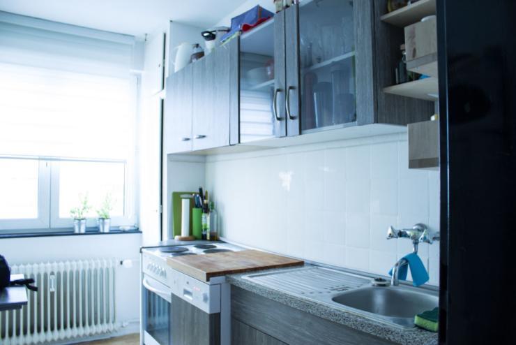 zentrale 2 zimmer wohnung mit balkon wohnung in darmstadt darmstadt. Black Bedroom Furniture Sets. Home Design Ideas