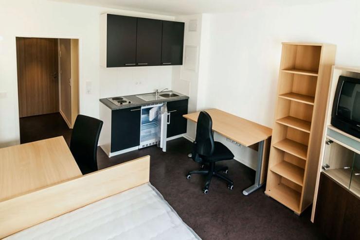m bliertes zimmer mit k che und bad im studentenwohnheim 1 zimmer wohnung in ingolstadt. Black Bedroom Furniture Sets. Home Design Ideas