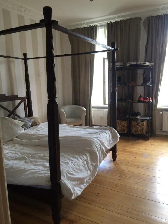 1 zimmer altbauwohnung zentrale lage in charlottenburg suche wg berlin charlottenburg. Black Bedroom Furniture Sets. Home Design Ideas