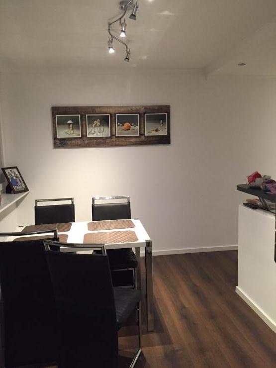 helles gut geschnittenes top modernes 25 qm zimmer. Black Bedroom Furniture Sets. Home Design Ideas