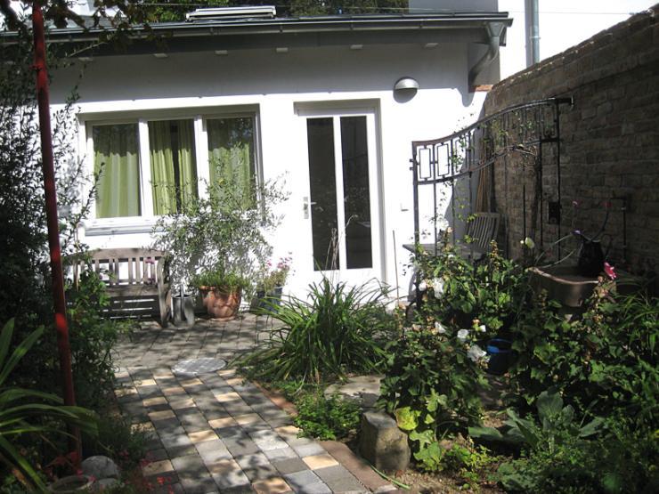 1 zimmer apartment in frankfurt am main 1 zimmer wohnung in frankfurt am main r delheim. Black Bedroom Furniture Sets. Home Design Ideas