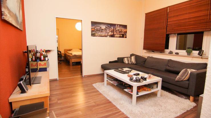 sch ne 2 zimmer wohnung sucht nachmieter wohnung in kiel schreventeich. Black Bedroom Furniture Sets. Home Design Ideas