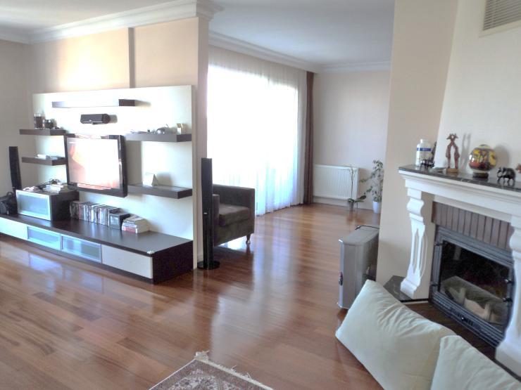 sch ne 4 zimmer duplex wohnung in sicherer wohnanlage. Black Bedroom Furniture Sets. Home Design Ideas