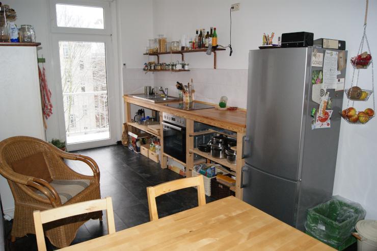balkon mit morgensonne und tomaten miete inkl strom tel internet gez wohngemeinschaften. Black Bedroom Furniture Sets. Home Design Ideas