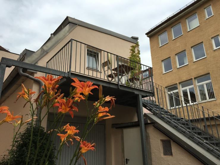 charmantes 1 zimmer hinterhofh uschen 1 zimmer wohnung in m nchen neuhausen nymphenburg. Black Bedroom Furniture Sets. Home Design Ideas