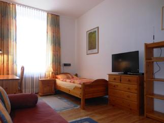 von privat m blierte 1 zi wohnung 10 min von s bahnhof 1 zimmer wohnung in frankfurt am main. Black Bedroom Furniture Sets. Home Design Ideas