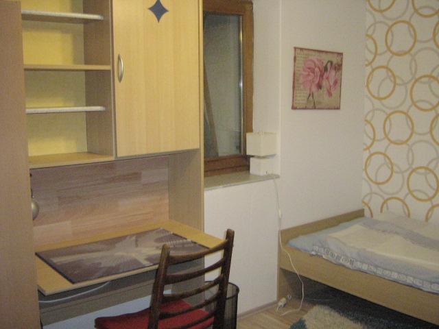 kleines wochenendheimfahrer zimmer vollm bliert nur f r wochenendheimfahrer zimmer m bliert. Black Bedroom Furniture Sets. Home Design Ideas