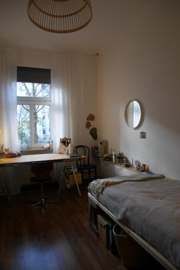 m bliertes zimmer in stuttgart zur zwischenmiete wg zimmer in stuttgart nord. Black Bedroom Furniture Sets. Home Design Ideas