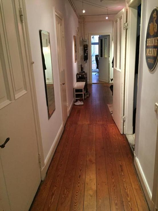 2 m blierte zimmer schlaf und wohnzimmer in ger umiger altbauwohnung ruhig gelegen wg. Black Bedroom Furniture Sets. Home Design Ideas
