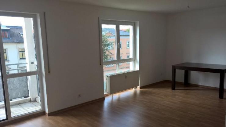 helle 1 raum single wohnung mit balkon badewanne aufzug tiefgarage 1 zimmer wohnung in. Black Bedroom Furniture Sets. Home Design Ideas