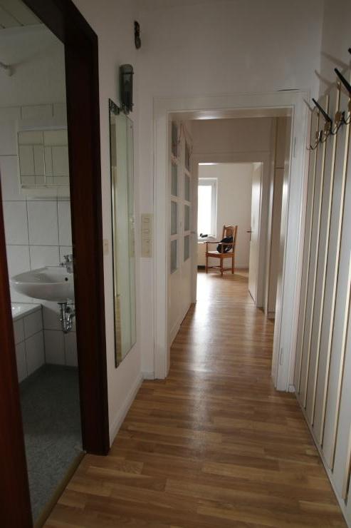 freundliche helle 4 zimmer wohnung im dachgeschoss 2 og eines ruhigen freistehenden. Black Bedroom Furniture Sets. Home Design Ideas